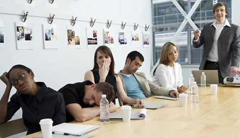 Le riunioni di lavoro spengono il cervello femminile