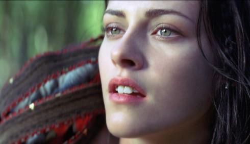 Biancaneve: featurette per Lily Collins, nuova foto per Kristen Stewart