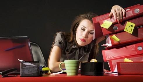 Sei infelice? Essere workaholic non aiuta