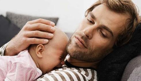La depressione post partum colpisce anche i papà