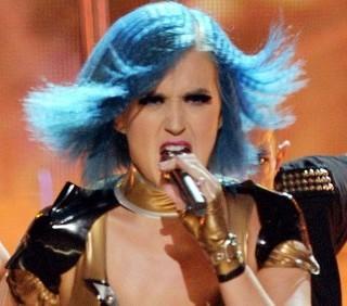 Grammy: Katy Perry canta il divorzio con Russell Brand