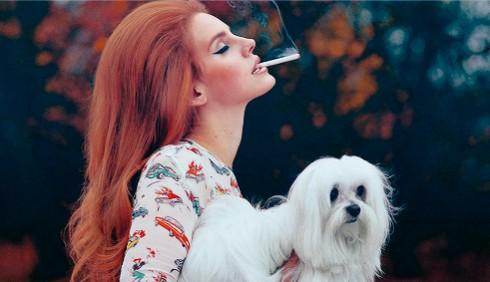 Lana Del Rey canta Shirley Bassey