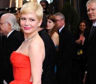 Oscar 2012: per l'abito di Michelle Williams 300 ore di lavoro