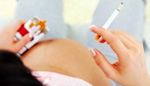 Genitori fumatori: neonato a rischio leucemia
