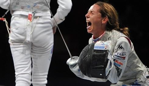 Valentina Vezzali contro Federica Pellegrini per la bandiera ai Giochi