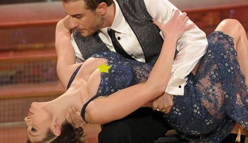 Ballando con le stelle: Emma Marrone, seno e polemiche