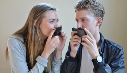 Gli SMS aiutano la coppia?