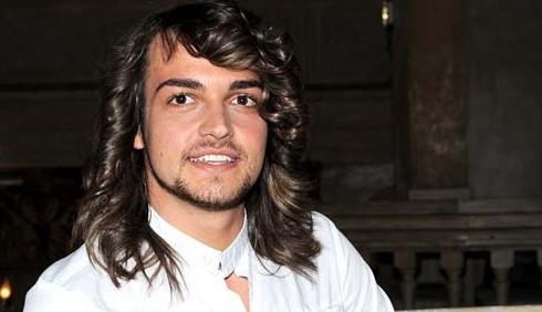 Valerio Scanu, Twitter deride i boccoli alla Lady Oscar