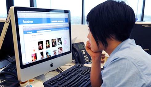 Colleghi di lavoro amici su Facebook? Gli errori da evitare