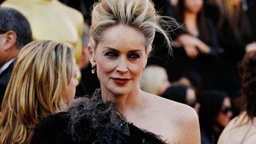 Amici: Sharon Stone in giuria, Valerio Scanu attacca Emma Marrone
