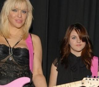 Courtney Love accusa Dave Grohl di far sesso con Frances Bean