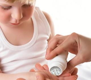 Troppi farmaci ai bambini: l'allarme dei pediatri