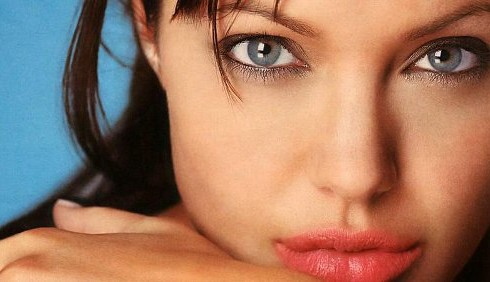 Anche Angelina Jolie in