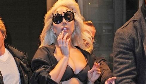 Lady Gaga regala un gatto randagio a Taylor Kinney