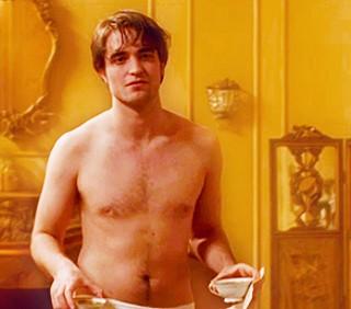 """""""Bel Ami"""": Robert Pattinson dà il meglio di sé nudo"""