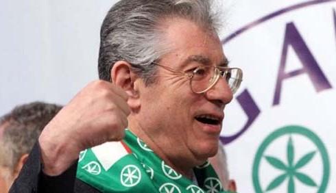 Umberto Bossi rifiuta ogni reato
