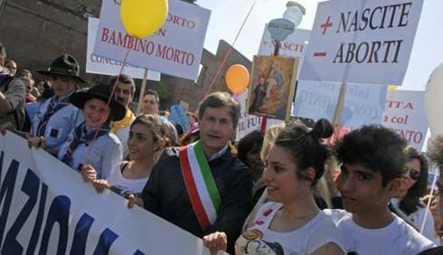 Marcia anti-aborto, polemiche su Gianni Alemanno