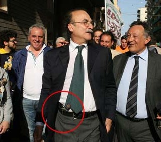 Taranto, polemiche sul sindaco cowboy