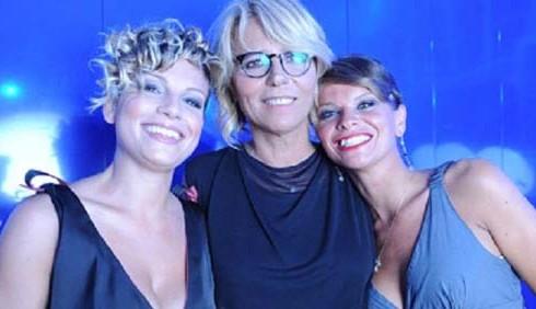 Alessandra Amoroso ed Emma Marrone deridono Belen Rodriguez