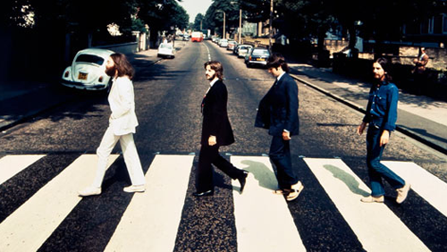 Beatles: foto rara di Abbey Road, Paul McCartney con i sandali