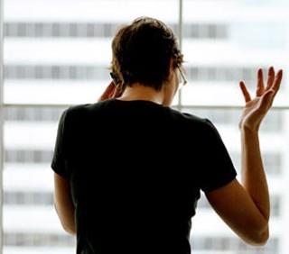 Per fare carriera meglio tacere, ma solo se sei donna