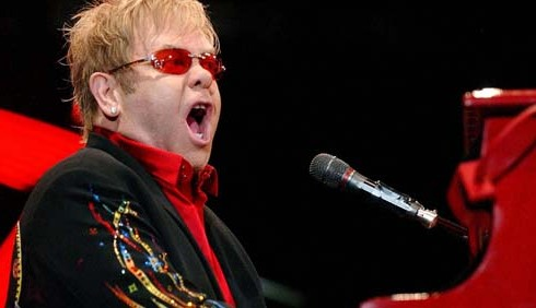 Elton John ricoverato d'urgenza
