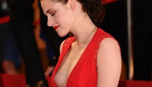 Kristen Stewart rischia l'uscita di seno a Cannes