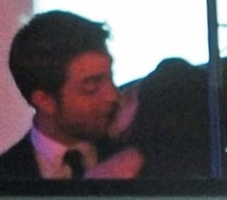 Robert Pattinson e Kristen Stewart: baci al party di On The Road