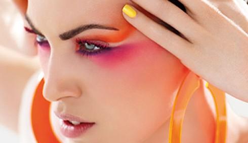 Mascara colorato: ciglia vivaci per l'estate