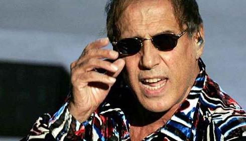Adriano Celentano litiga anche con SKY