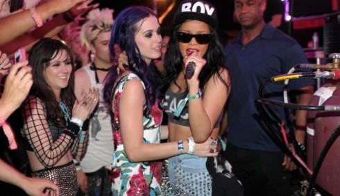 Katy Perry vuole fare sesso con Rihanna