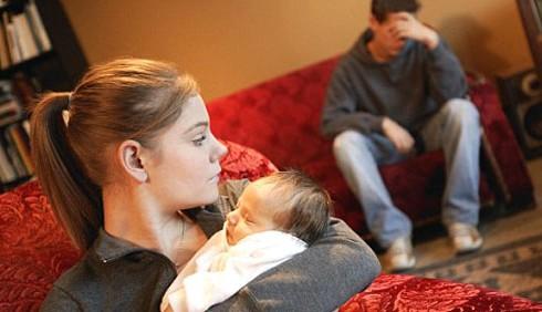 Boom di mamme adolescenti in Italia
