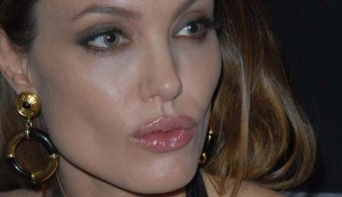 Angelina Jolie: nozze annullate contro la mamma omofoba di Brad Pitt