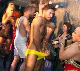 Valerio Pino, nudo su Twitter, cerca di sedurre Gerardo Pulli