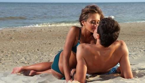 Uomini: cosa pensano dei flirt estivi?