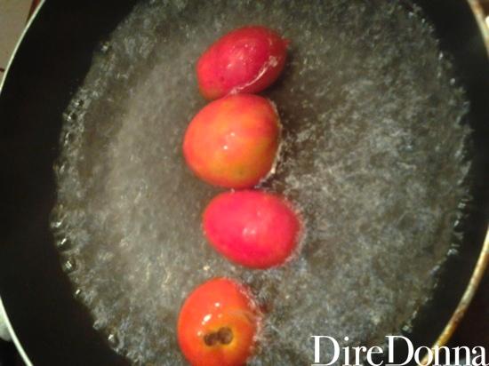 Pomodori interi in padella