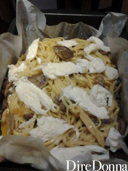 Mozzarella a crudo nella pasta al forno