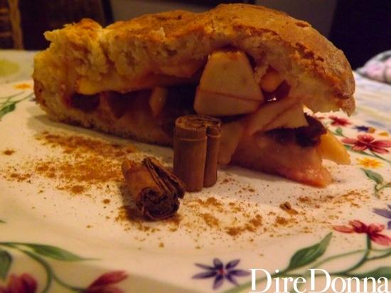 Una porzione di torta di mele