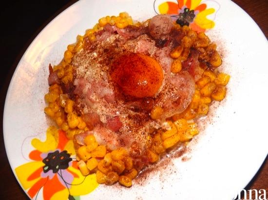 Ricetta pronta uova con pancetta e mais