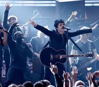 I Green Day saltano l'I-Day, Billie Joe Armstrong malato