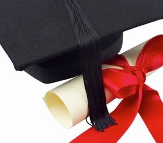 Sempre più donne laureate, ma il titolo non paga