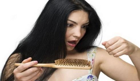 Cosa mangiare per contrastare la caduta dei capelli?