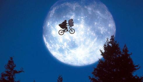 E.T. compie 30 anni e torna al cinema