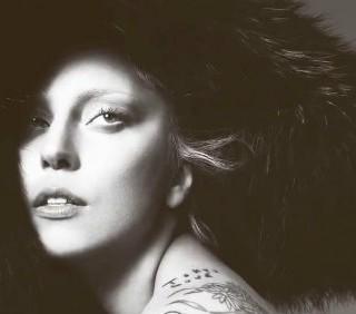 Lady Gaga attacca il Papa per difendere i gay