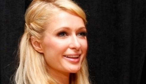 Paris Hilton si scusa per le accuse omofobe