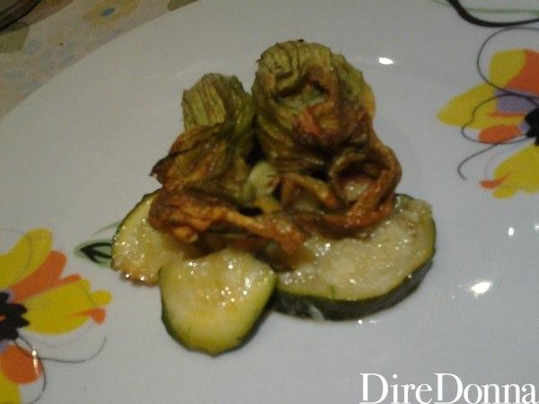 Fiori di zucca con zucchine