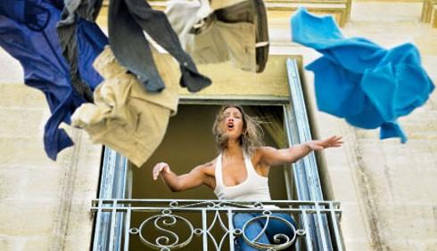 Famiglia: cacciare di casa il coniuge è reato