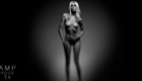 Taylor Momsen: nudo completo