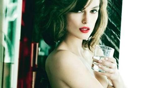 Keira Knightley, topless artistico
