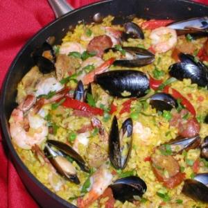 Paella Di Valencia Ricetta Con Carne E Pesce Insieme Diredonna